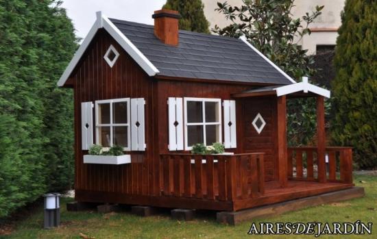 Casita de madera infantil otto montada por los - Casa de madera jardin ...