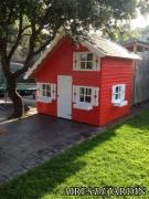 Resultado de la instalación de una casita de madera infantil en la provincia de Barcelona, por los propios clientes.