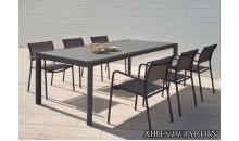 foto exterior Mesa extensible Themis y sillón apilable Polo